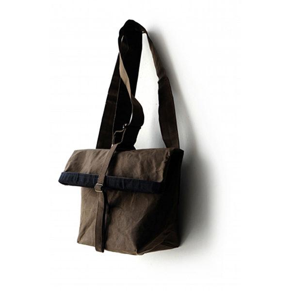 人気の『ROLLバッグ』に新色登場。