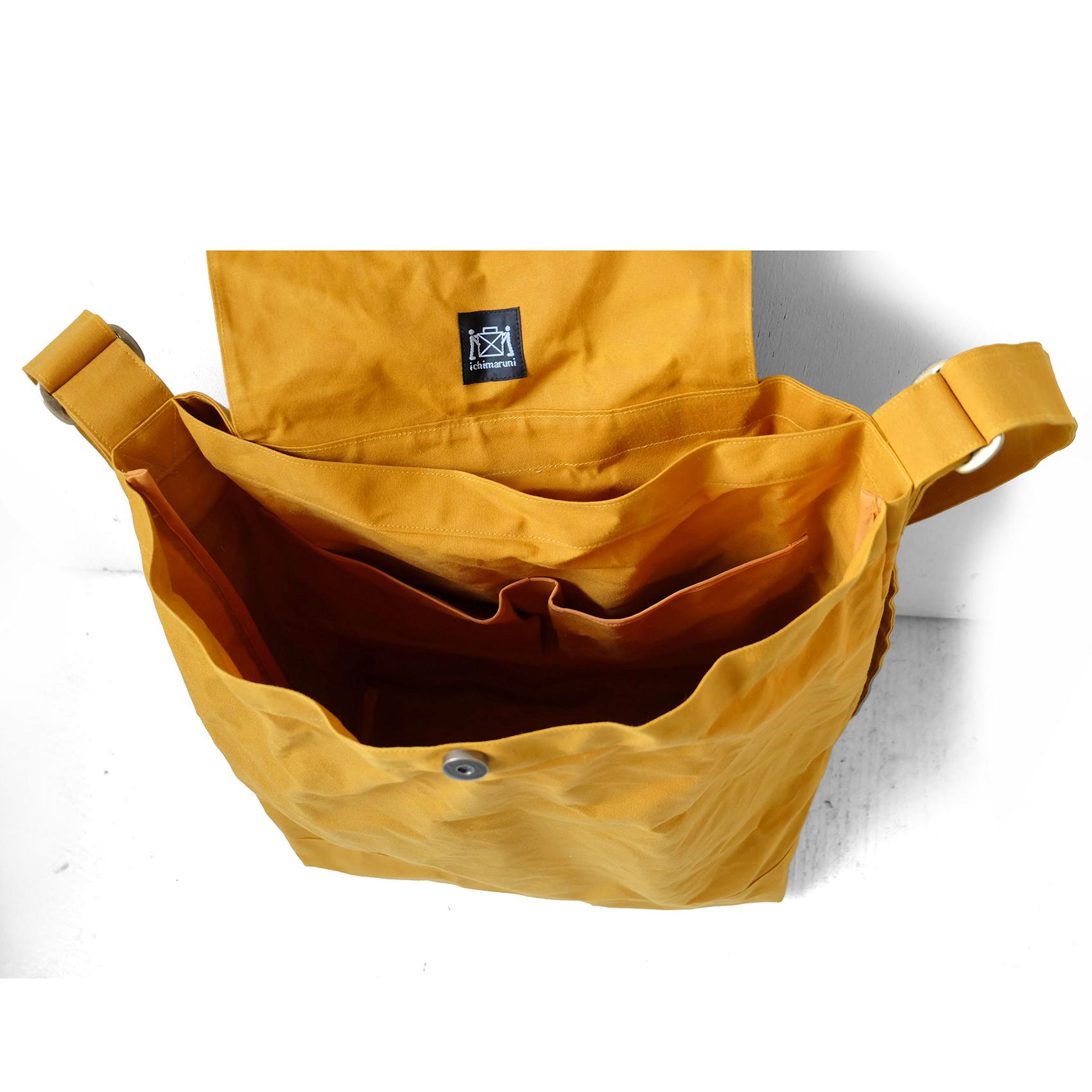 内部の大型ポケット